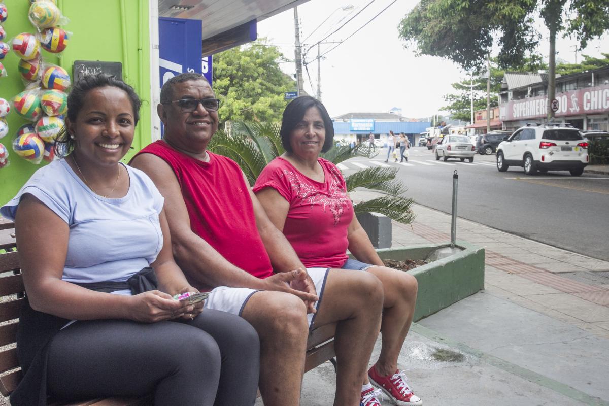 Família gaúcha acompanha o movimento no Centrinho - Foto: Marco Santiago/ND