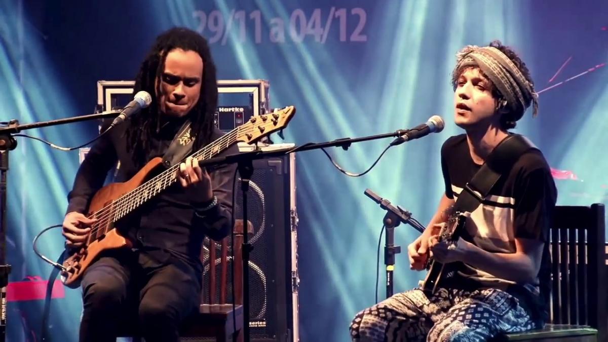 O duo Michael Pipoquinha (baixo) e Pedro Martins (guitarra) abre a programação na sexta - Divulgação/ND