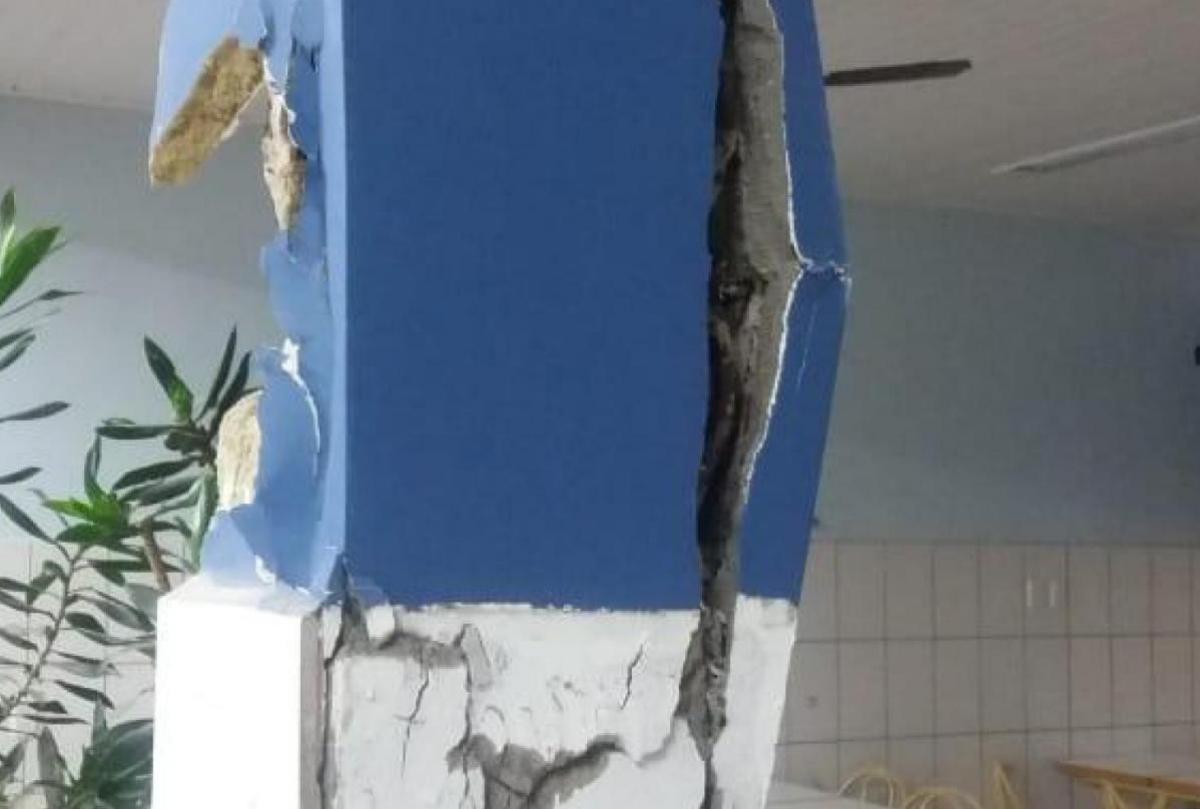 Pilar da Unidade 4 da Faculdade Esucri, em Criciúma, apresentou rachaduras - Divulgação/ND