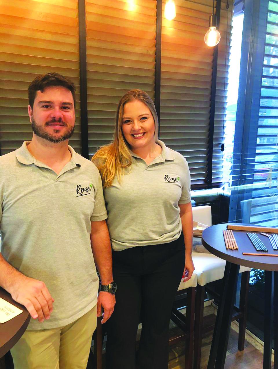Paula e Daniel desenvolveram canudos de inox que são um sucesso - Divulgação/ND