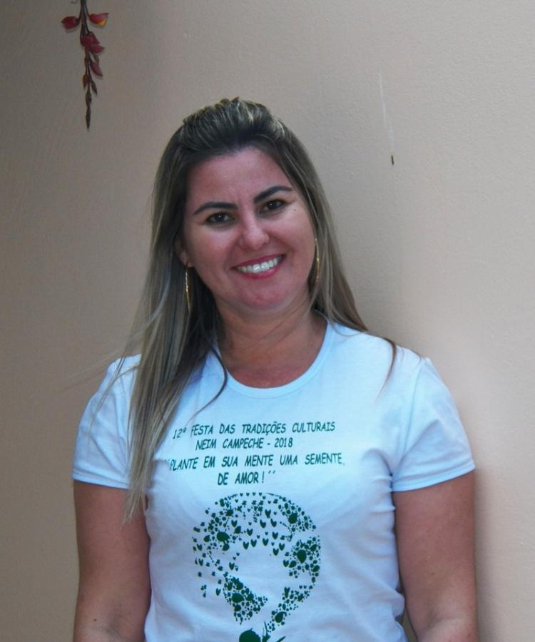 Deziane já atua como pedagoga auxiliar - Unicesumar