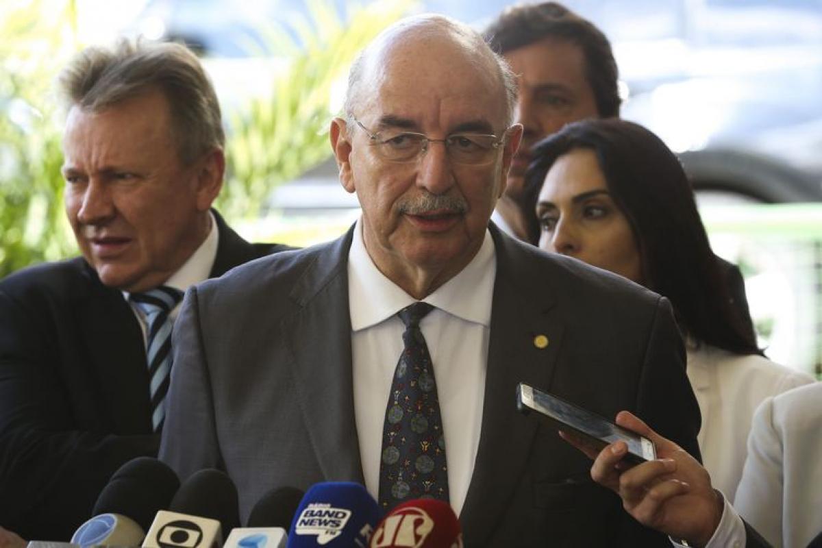 O futuro ministro da Cidadania e Ação Social, Osmar Terra, fala à imprensa – Foto: Valter Campanato/Agência Brasil