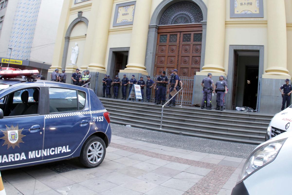 Homem abriu fogo dentro de igreja em Campinas - DENNY CESARE/CÓDIGO19/ESTADÃO CONTEÚDO