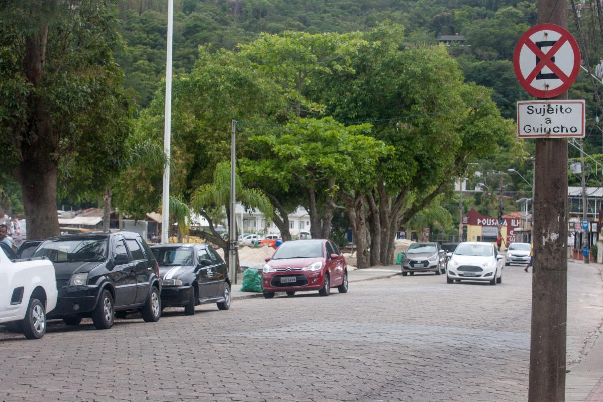 Estacionamento de veículos ao longo da Avenida das Rendeiras será proibido - Flávio Tin/ND