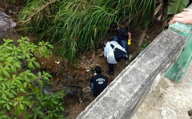 Bebê foi encontrado próximo à ponte da rua Giácomo Dalri, no bairro Espraiado - Divulgação/ND