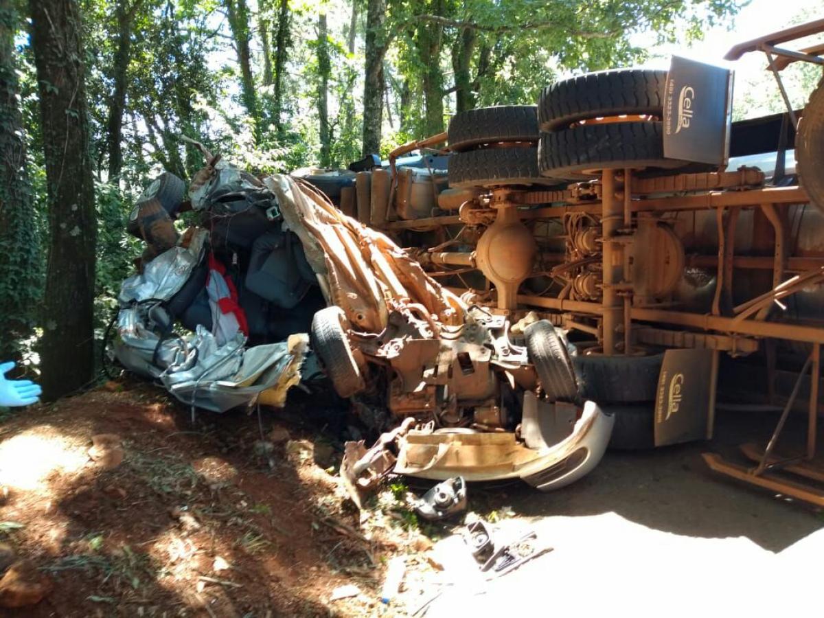 Acidente envolveu três carros e um caminhão  - Saer/ Divulgação/ ND