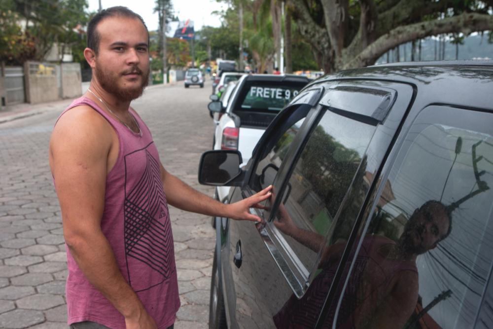 Jefferson, que sempre vai à Lagoa com as filhas, diz que será difícil voltar sem lugar para estacionar - Flávio Tin/ND