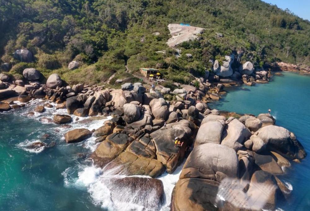 Turistas do Pará foram resgatados nas piscinas naturais da Barra da Lagoa - Arcanjo/ Divulgação/ ND