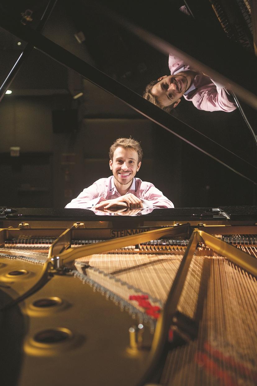 Pablo Rossi desta vez apresenta espetáculo com músicas do argentino Astor Piazzolla - FLÁVIO TIN/ARQUIVO/ND