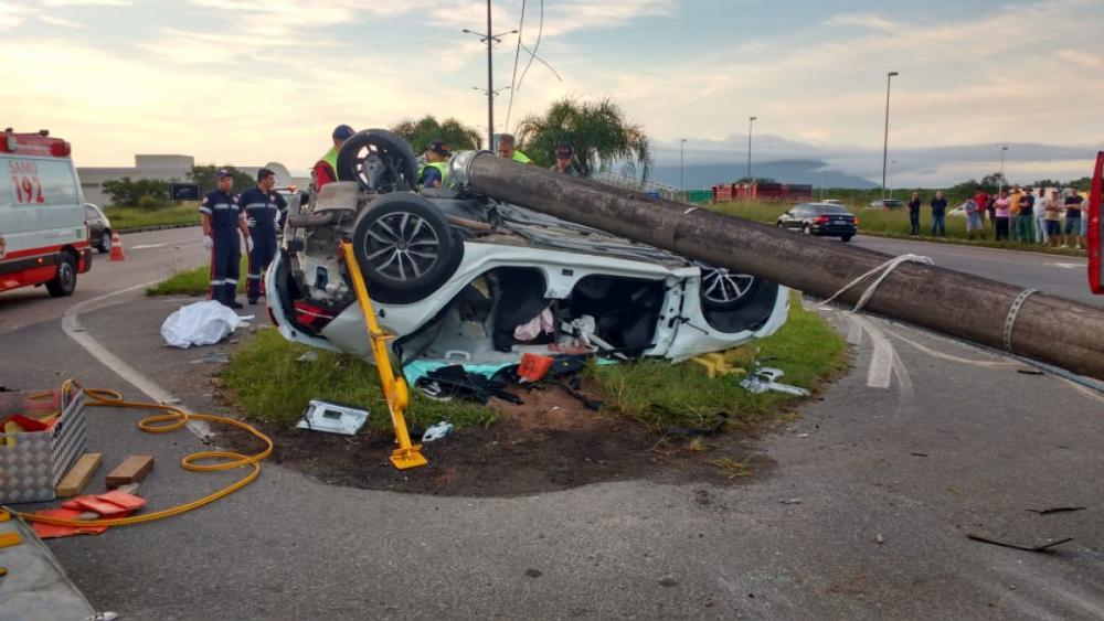 Acidente deixou dois mortos e um gravemente ferido neste sábado (1º) na Capital - Divulgação/ND