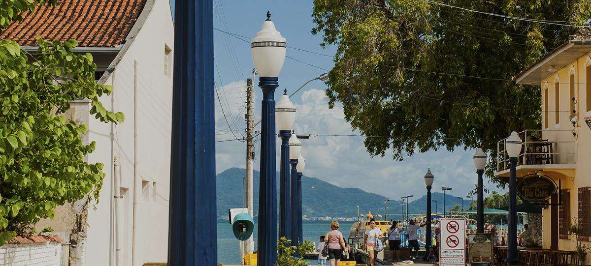 Turistas podem contemplar paisagens ou mesmo caminhar entre edificações - Divulgação/ND