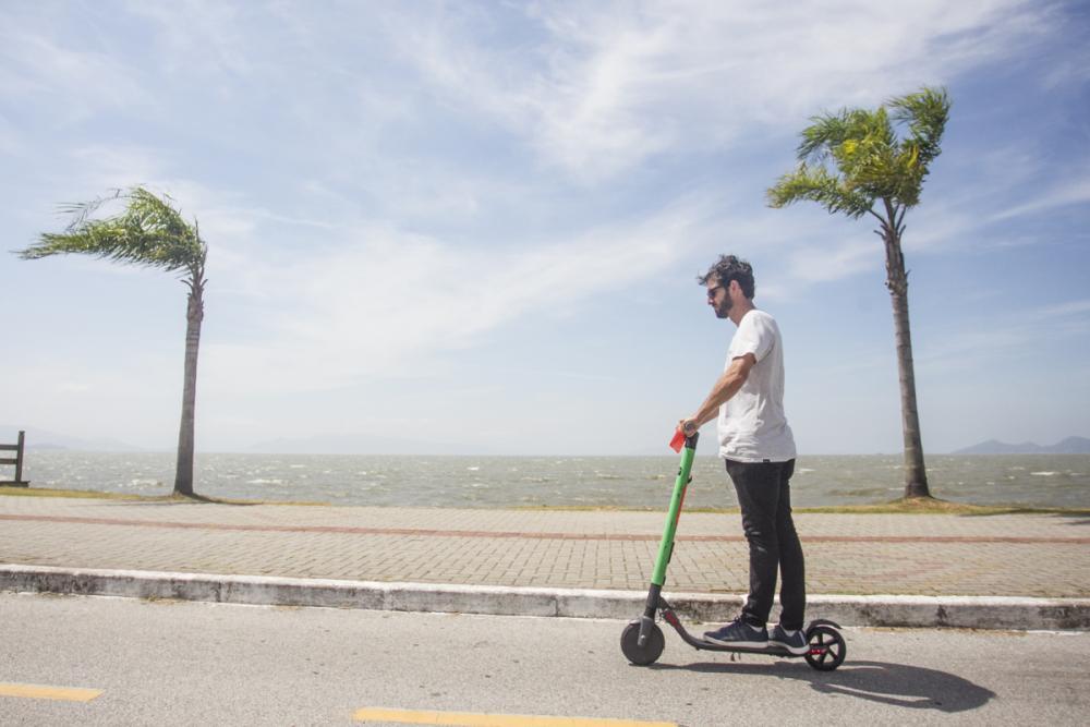 Patinetes precisam ser usados preferencialmente em ciclofaixas ou ciclovias - Foto: Marco Santiago/ND