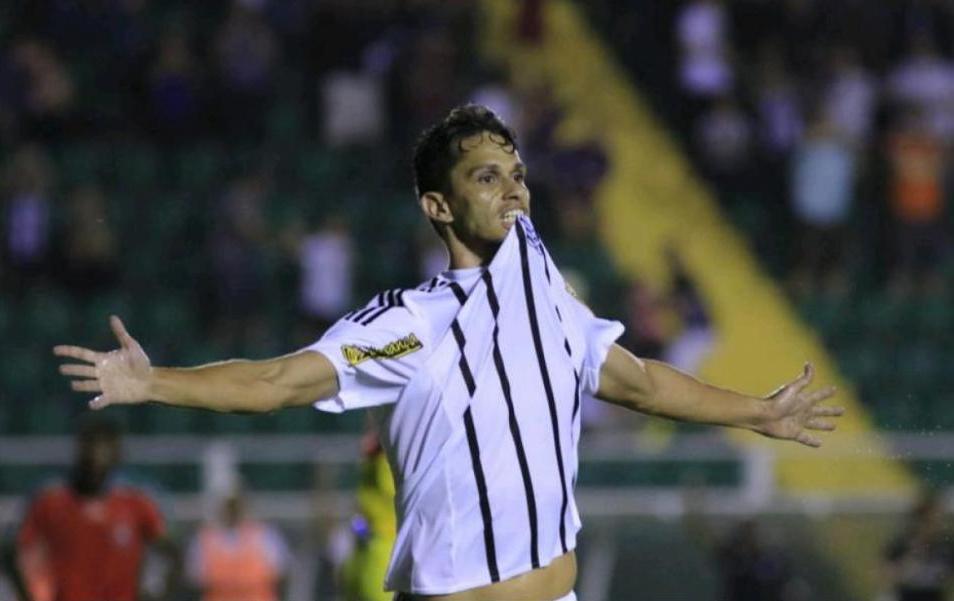 Henan sai para comemorar o gol da vitória parcial do Figueirense sobre o Boa Esporte - Luiz Henrique/Figueirense FC/divulgação