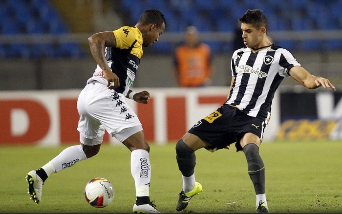 Meia Gegê (à dir.) é o novo reforço do Avaí - SSPress/divulgação Botafogo