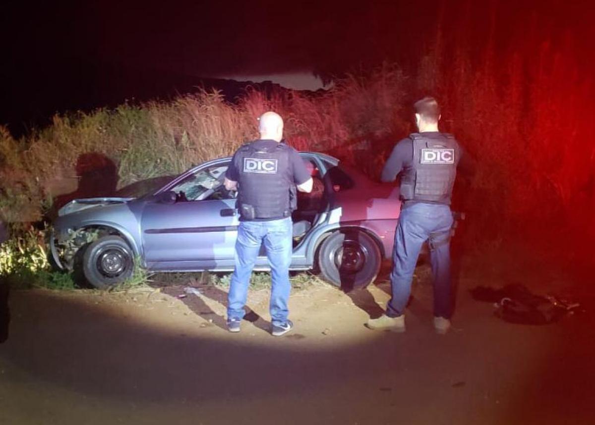 Policiais encontraram 35kg de maconha no porta-malas do carro - Polícia Civil/ Divulgação/ ND