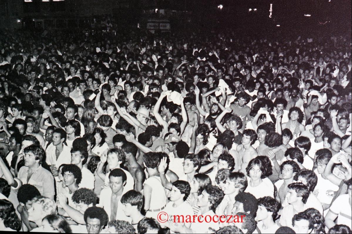 Abertura do verão, em dezembro de 1982: mais de cinco mil pessoas na Joaquina - Marco Cezar/Mural
