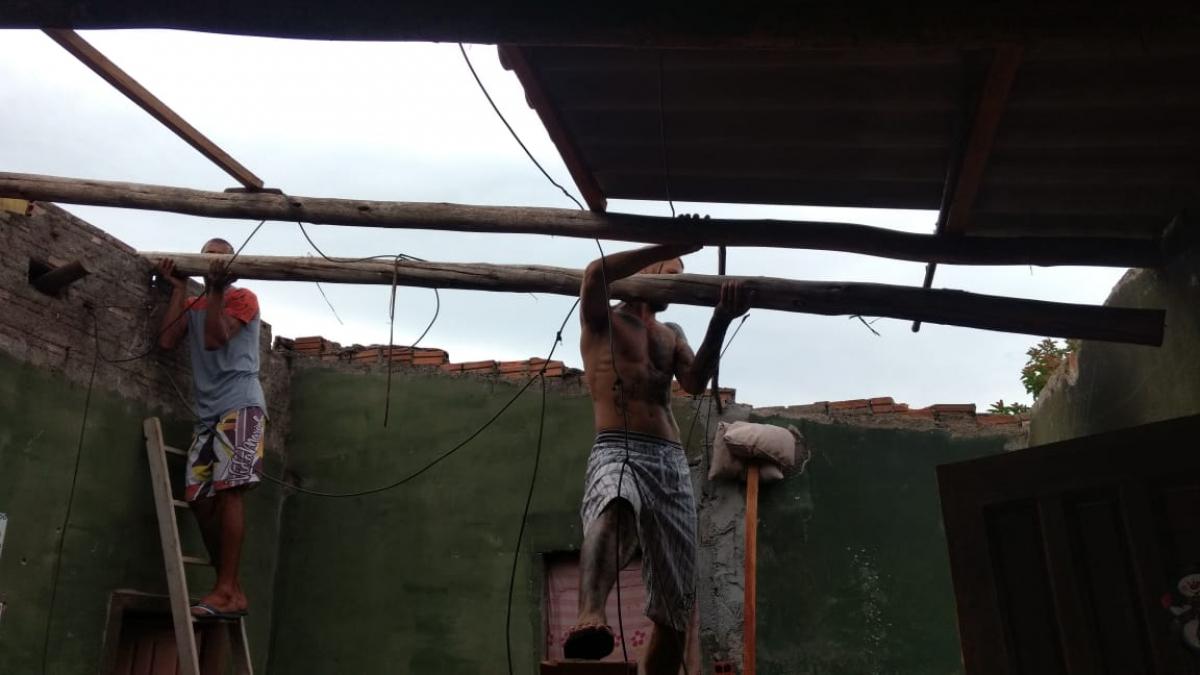 Casa destelhada em Balneário Rincão, no Sul do Estado - Paulo Amboni/Divulgação/Defesa Civil