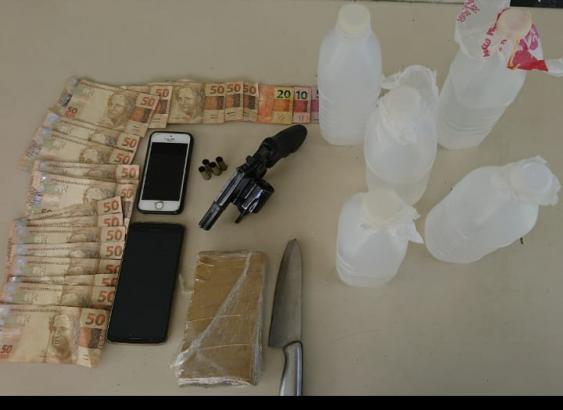 Droga, arma e dinheiro apreendido são levados à Polícia Civil - Divulgação/ND