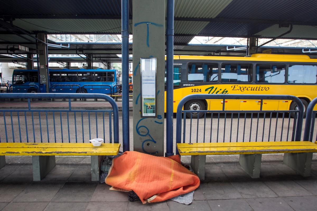 Pessoas em situação de rua buscam abrigo no terminal - Marco Santiago/Arquivo/ND