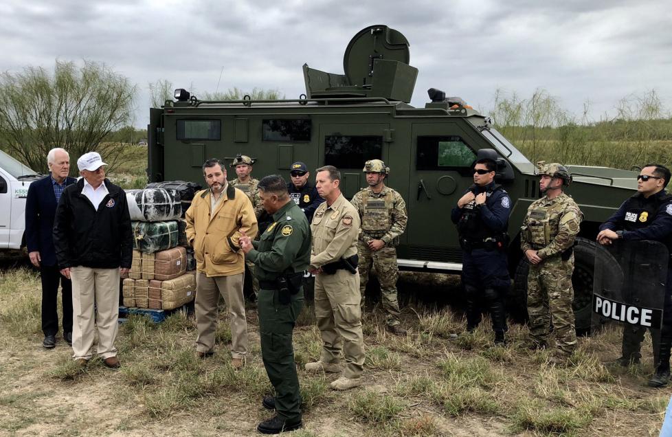 Donald Trump vai à fronteira com o México pressionar pela construção do muro - Fotos Públicas/Divulgação