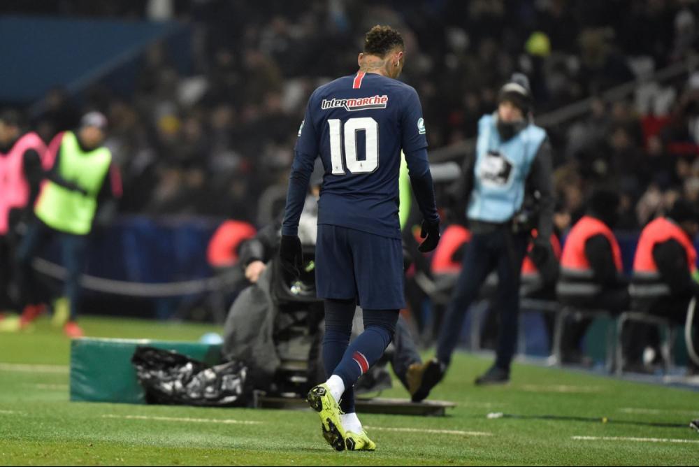 Neymar sai lesionado durante duelo pela Copa da França entre PSG e Strasbourg - Fotos Públicas