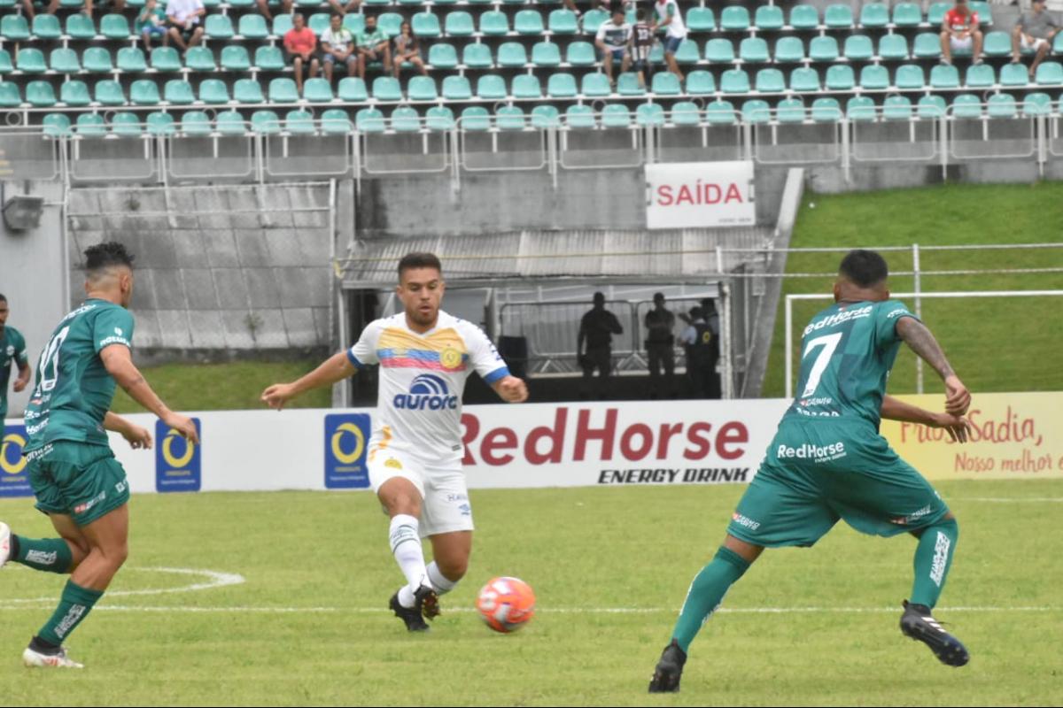 Chapecoense e Metropolitano ficaram no 0 a 0 em Blumenau - Sindey Batista/divulgação Metropolitano/ND