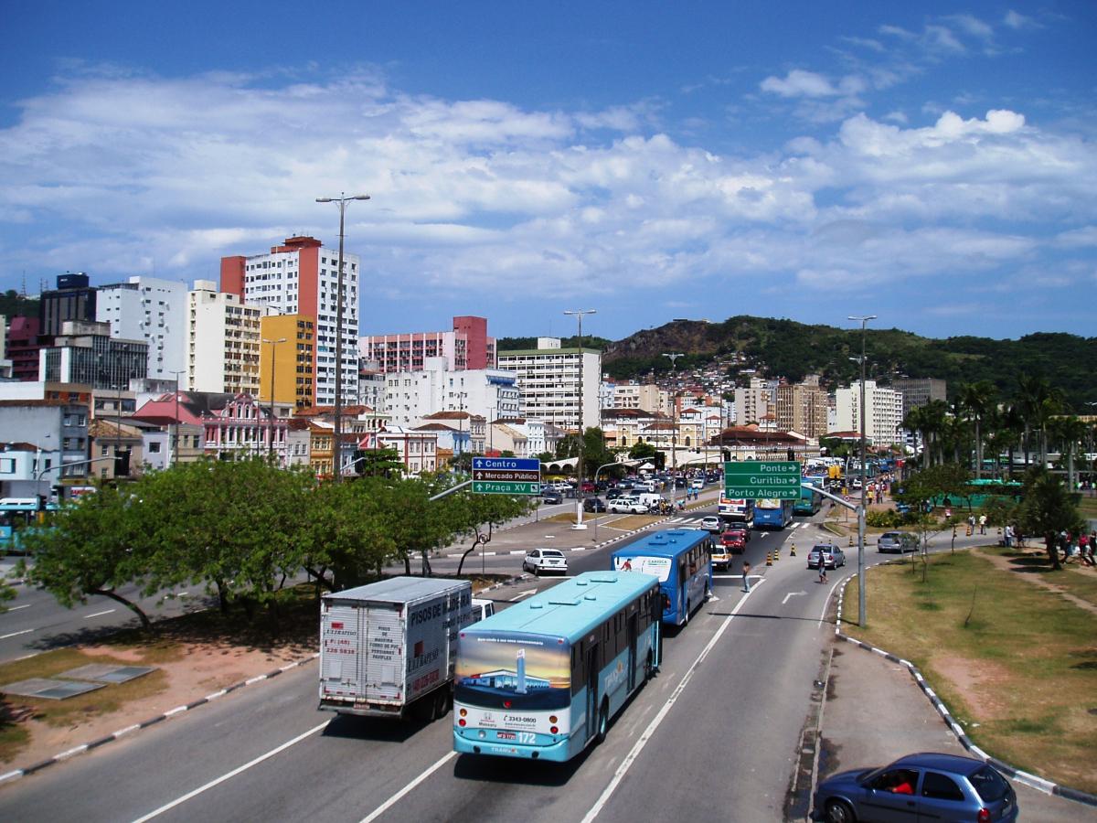 Florianópolis ainda não adotou medidas que garantam facilidade no trânsito ao transporte público - Carlos Damião
