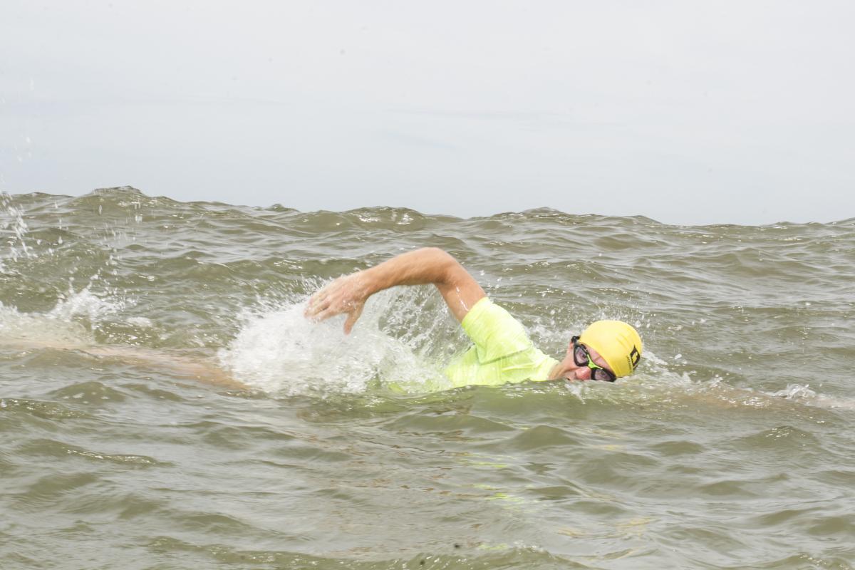 Michel Bruggeman indica o Pântano do Sul para nadar quando o vento sopra do Norte, ou Jurerê, quando vem do Sul - Marco Santiago/ND