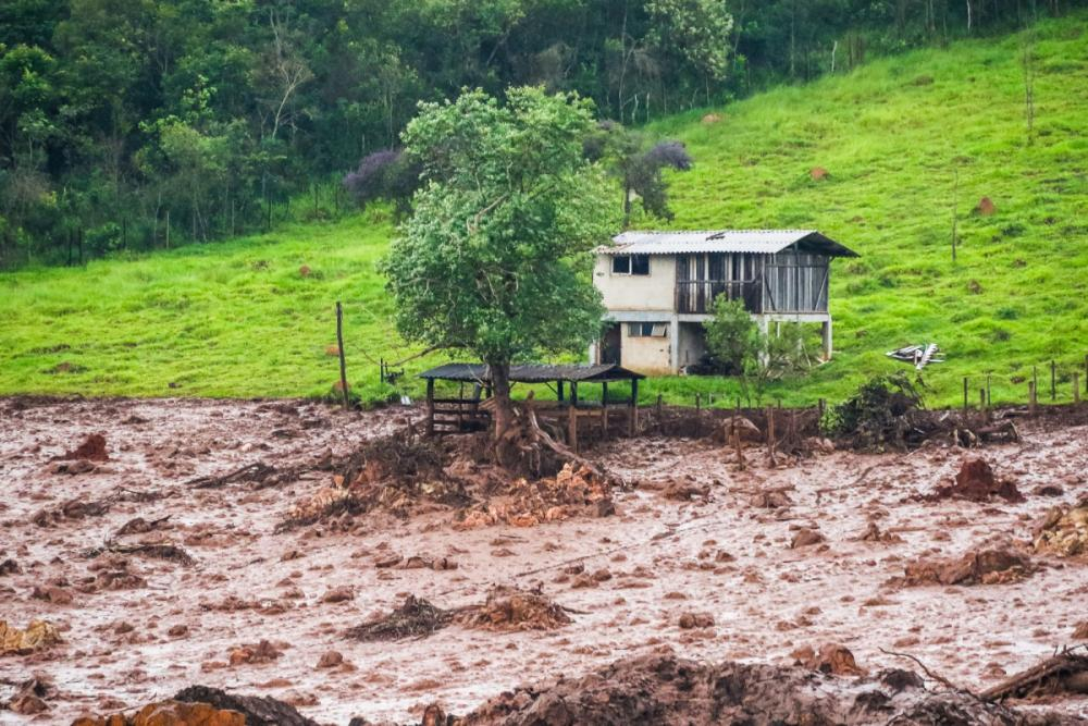 Barragem de rejeito de minério se rompeu na tarde da sexta-feira - Cadu Rolim/Fotoarena/Estadão Conteúdo