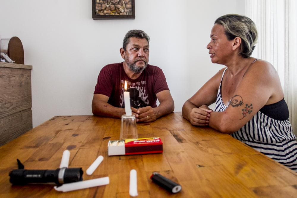 Marcela Ximenes e o marido José Carlos Sá apelaram para as velas, em São José - Marco Santiago/ND
