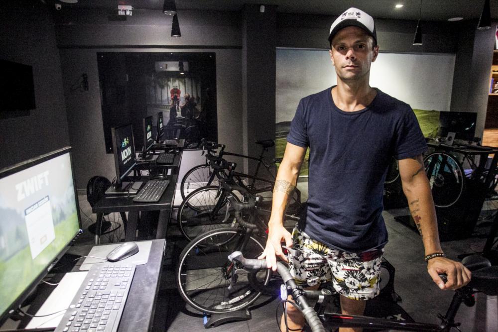 Rodrigo Nunes Rosa teve equipamentos queimados e deixou de atender clientes por conta da oscilação na energia - Marco Santiago/ND