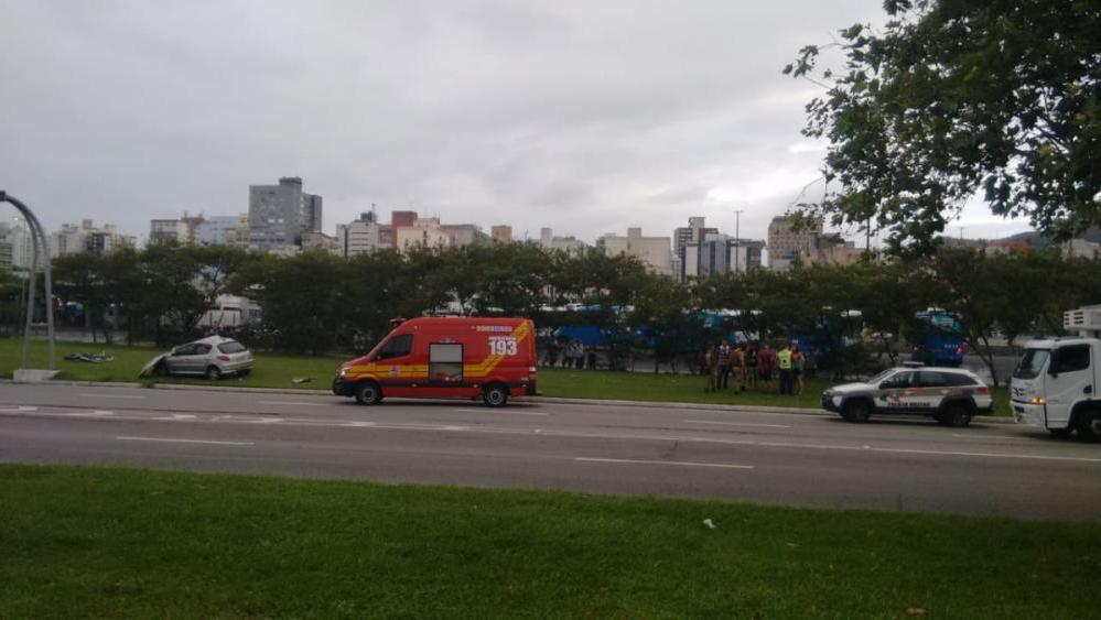 Passageiro de carro ficou preso nas ferragens após acidente - Anildo Pereira/RICTV Record/ ND