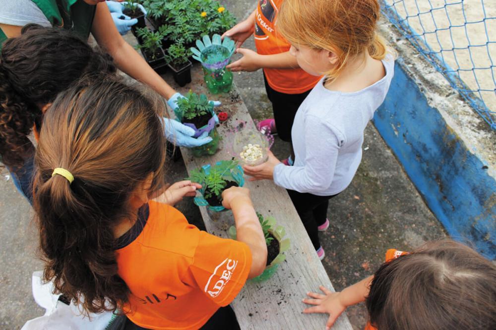 Crianças participam de atividades educativas voltadas ao meio ambiente - Divulgação/Portobello