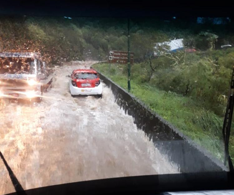 Serra do Rio do Rastro ficou interditada temporariamente após temporal - Defesa Civil de SC/ Divulgação/ ND