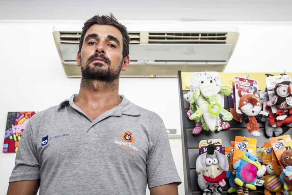 Leonardo Pereira do Amaral teve queda de 20% no faturamento por causa da falta de luz - Marco Santiago/ND