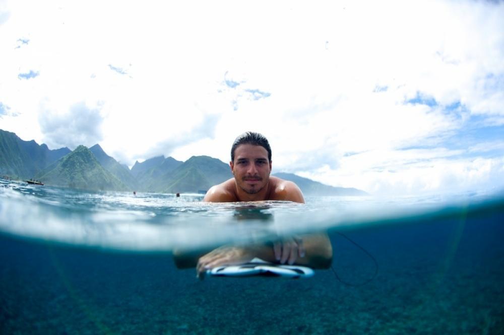 Ricardinho era especialista em surfar grandes ondas ao redor do mundo - Divulgação/ND