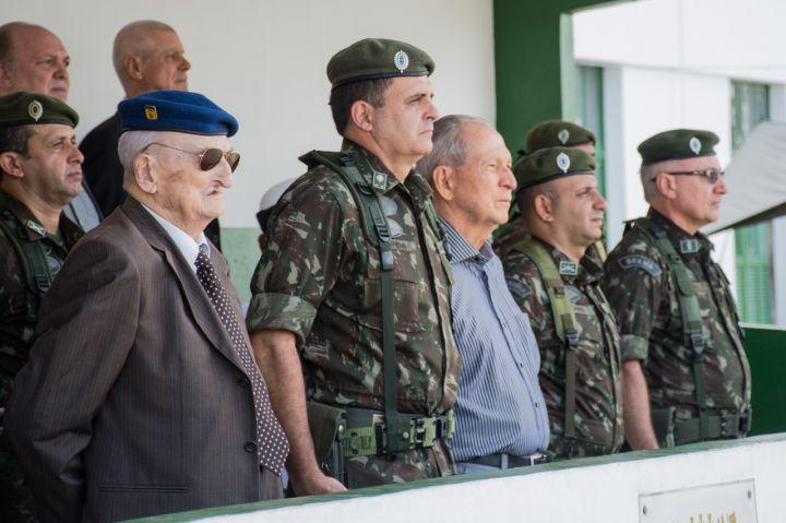 Veterano da FEB, Alcides Basso, comandantes militares e convidados – Divulgação Exército Brasileiro