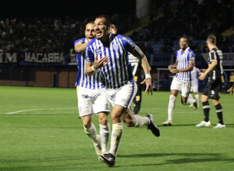 Atletas do Avaí comemorando um gol nesta Série A. Fato raro no pior ataque da competição - Frederico Tadeu / Avaí