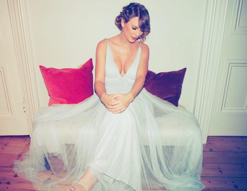 Taylor Swift faz surpresa para fã