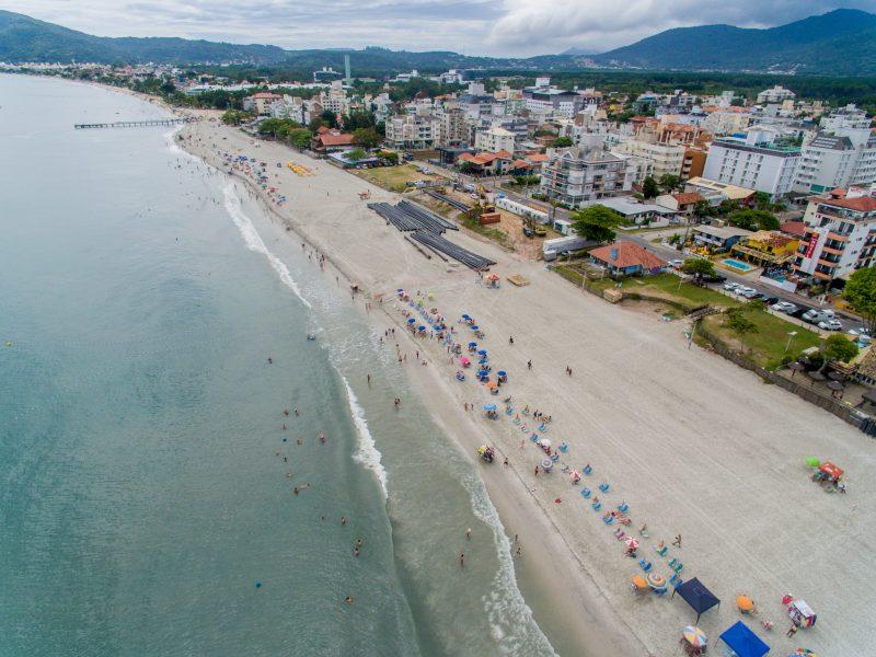 Nova faixa de areia da praia de Canasvieiras. Foto: Flávio Tin/ND