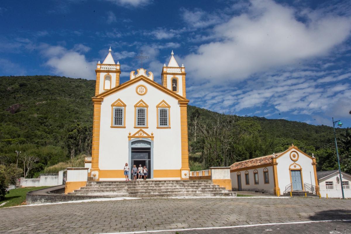 Igreja em estilo colonial Nossa Senhora da Lapa foi inaugurada em 1806 e é atração certa no centrinho do bairro - Marco Santiago/ND