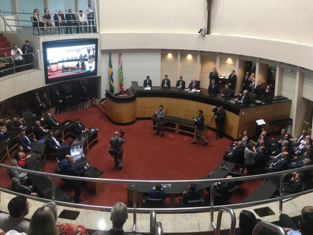 Ao todo, 40 deputados estaduais tomam posse na Alesc nesta sexta-feira - Marco Santiago/ND