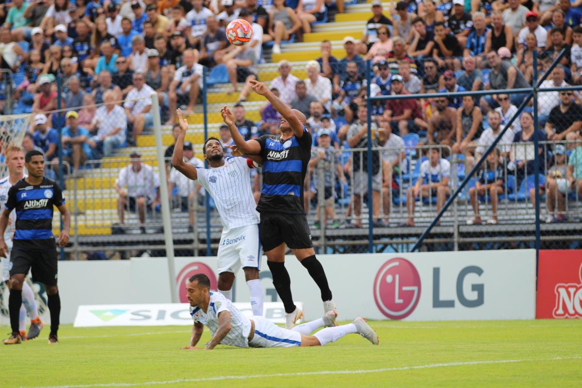 Avaí e Tubarão se enfrentaram no estádio Domingo Gonzalez, em Tubarão - William Lampert/C. A. Tubarão/Divulgação/ND
