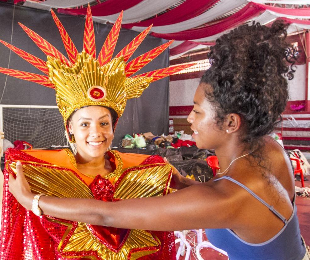 Fantasias da Consulado do Samba podem ser adquiridas a partir de R$ 100 na Arena da escola - Marco Santiago/ND