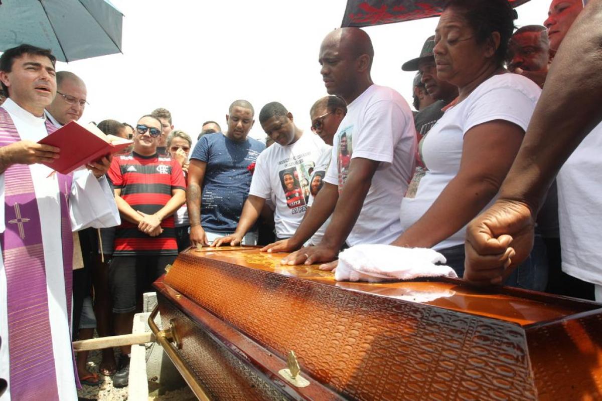 Vitor foi enterrado na tarde deste domingo, em Biguaçu - Marco Santiago/ND