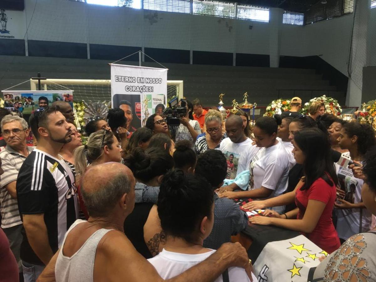 Vitor Isaias foi velado no ginásio Carlos Alberto Campos - Marco Santiago/ND