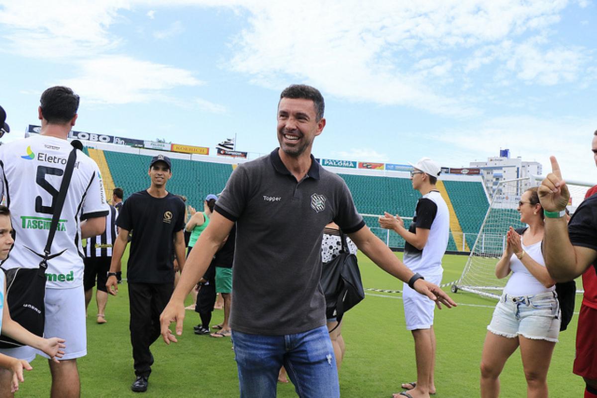 Gerente de Futebol e ídolo do Figuerense, Fernandes participou da campanha do vice-campeonato na Copa do Brasil 2007 - FFC/Divulgação/ND