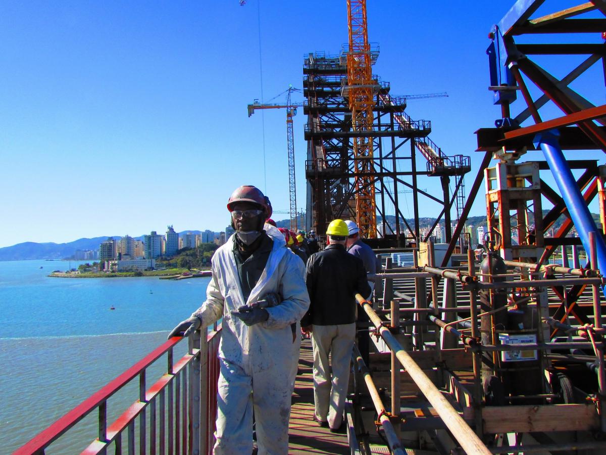 Trabalhadores da ponte, durante visita técnica em julho de 2018 - Carlos Damião