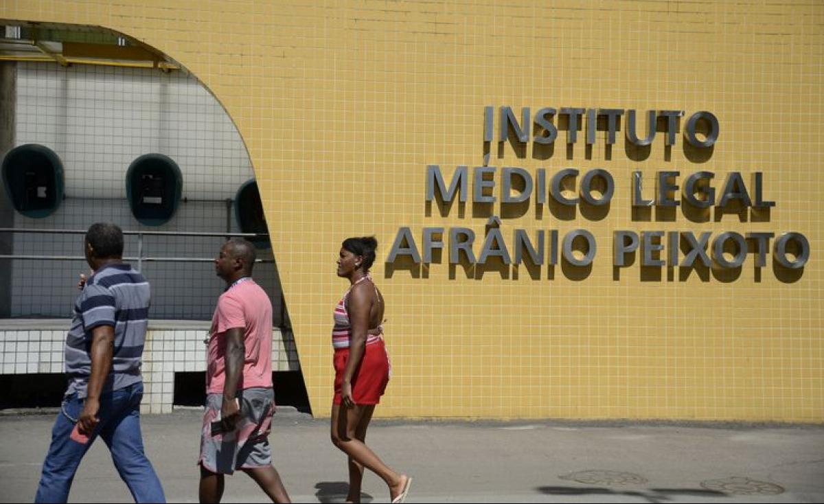 Parentes de atletas mortos no incêndio do CT do Flamengo chegam ao IML para reconhecer corpos dos jogadores - Tânia Rêgo/Agência Brasil/Divulgação/ND