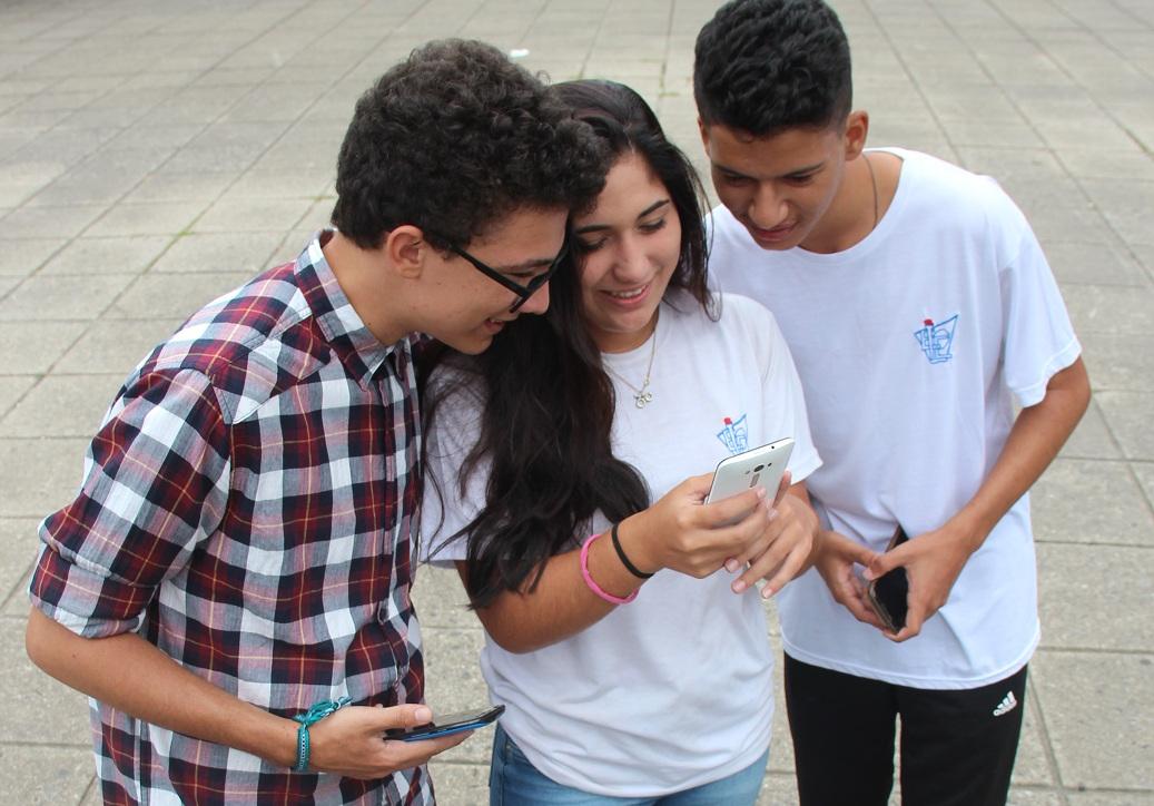 Sofia Cordeiro, Kaynã Fernandes e Daniel Cabral são íntimos de ferramentas disponíveis na internet - Renata Bomfim